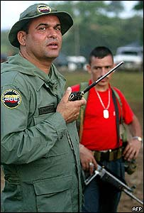 Salvatore mancuso, uno de los comandantes desmovilizados del grupo paramilitar autodefensas unidas de colombia (auc)