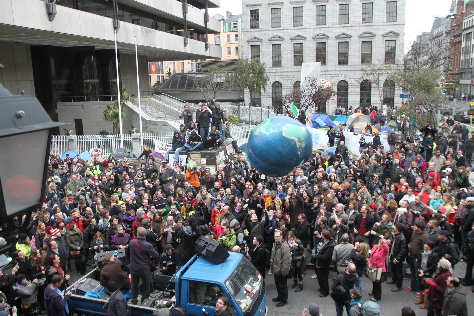 http://www.indymedia.ie/attachments/nov2011/bragg_crowd.jpg