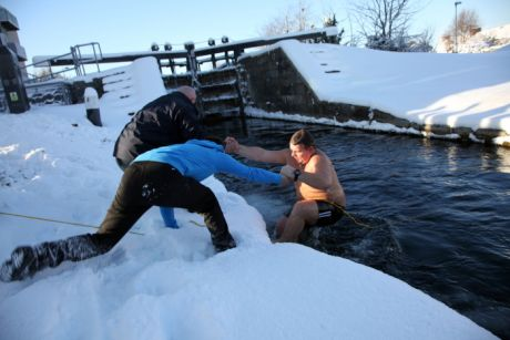 CABHAIR swimmers during the big freeze , December 2010.