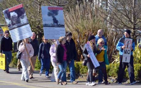 protest_at_cork_harbour_incinerator_hearing_carrigaline_hotel_apr19_2016.jpg