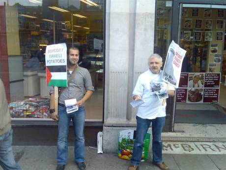 IPSC activists distribute leaflets