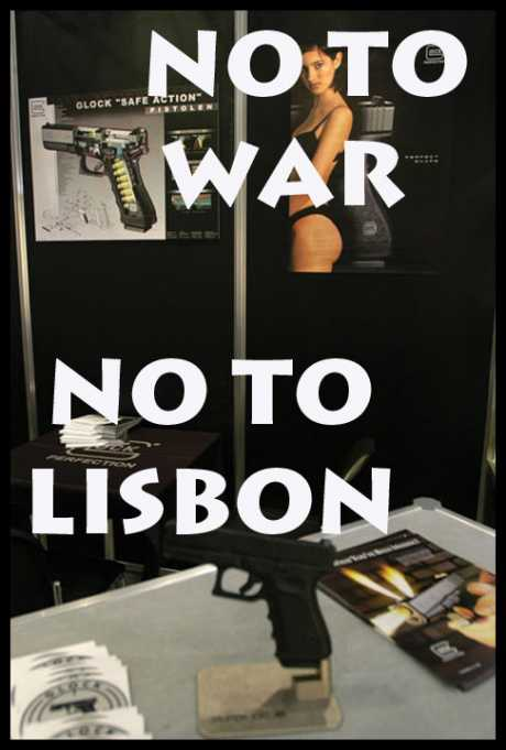 Happiness is a Warm Gun - Arms trade show, London, 2003. � Paul Mattsson
