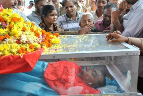 Madhuramma, mother of Maoist leader Mallojula Koteshwara Rao alias Kishenji weeping in front of his body in Peddapalli of Karimnagar district on Sunday. Photo: Thakur Ajay Pal Singh