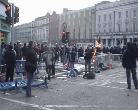 Garda gets hit with a petrol bomb in O'Connell St