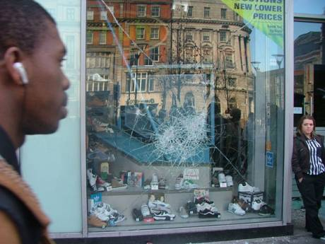 Schuh Shoe shop Windows Smashed
