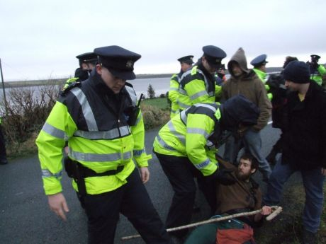 Garda� clearing the way for Shell's convoy