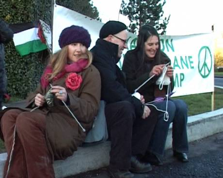 knitting_for_peace1.jpg