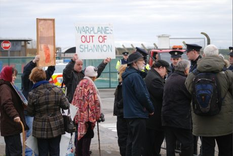 Roger Cole asking Sgt McMahon to investigate US warplanes at Shannon 8 Jan 2012