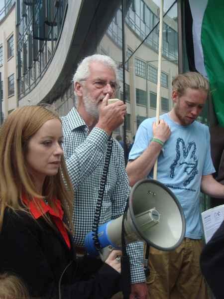 Brendan Archbold calls for Dunnes to boycott Israeli produce