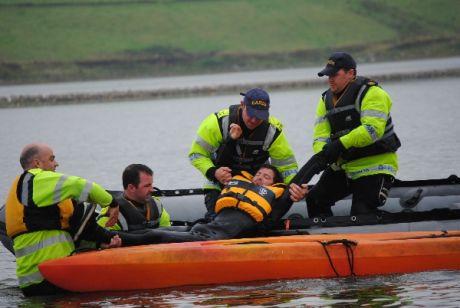 guardie are stealing kayak