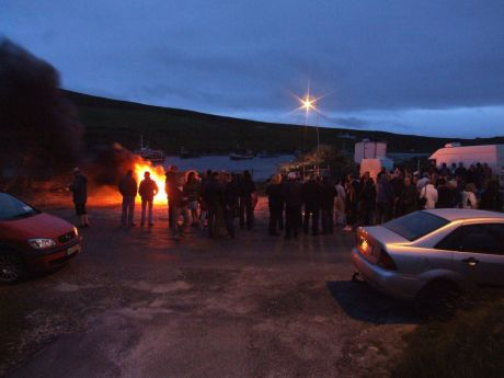 The bonfire and crowd to welcome him home to Porturlin