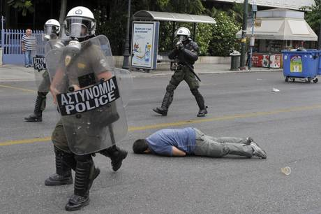 War in Greece: 48 hour strike is met with huge police repression