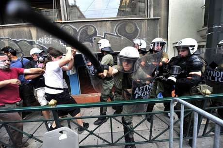 Greek journalist: police in Syntagma �flirted with death�