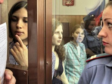 Members of the Pussy Riot punk band (from left in the background) Nadezhda Tolokonnikova, Maria Alyokhina and Yekaterina Samutsevich during the hearings on the merits on their case in Moscow's Hamovniki Court (RIA Novosti/Andrey Stenin)