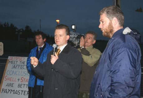 Trevor Sargent and Niall Ó Brolcháin (right) at Bellanaboy on October 24th, 2006