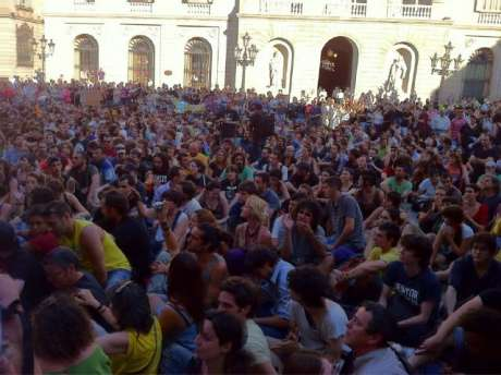 Placa Jaume is filled that evening and state terror actions are denounced