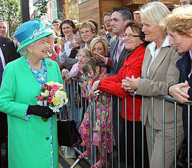 Queen greets crowds in Cork