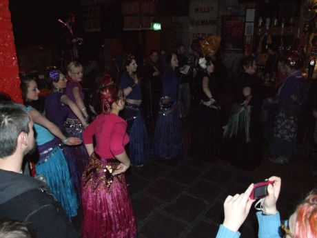 Entertainment @ the Cr�isc�n L�n 1 - Cork bellydance troupe