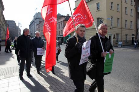 Unite Bank workers protest at Dáil