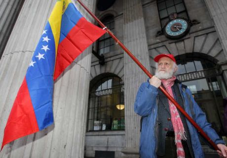 chavez_red_flag_vigil_dublin_mar09_2013.jpg