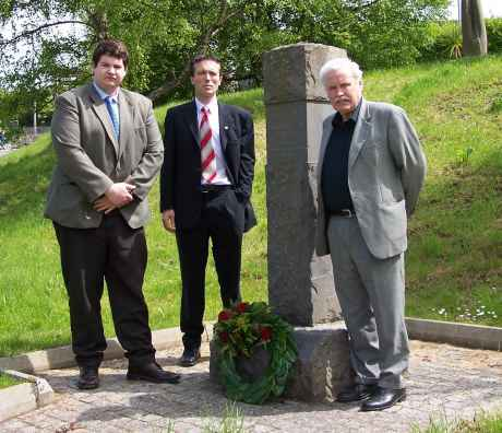 Cllr Keith Martin, Dail Candidate Harry Barrett and Cllr Johnny Mee laying the wreath