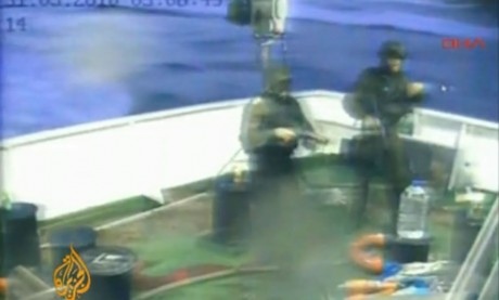 Israeli pirates board the IHH ship