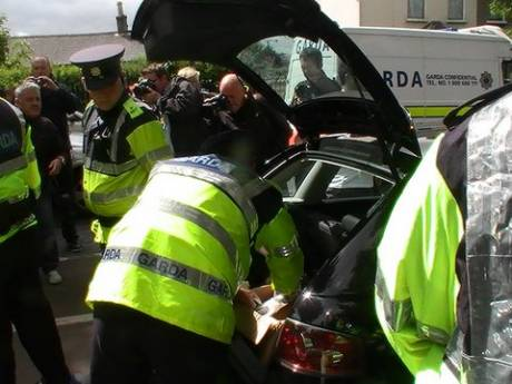Gardai searching car of Dublin City Cllr Louise Minihan