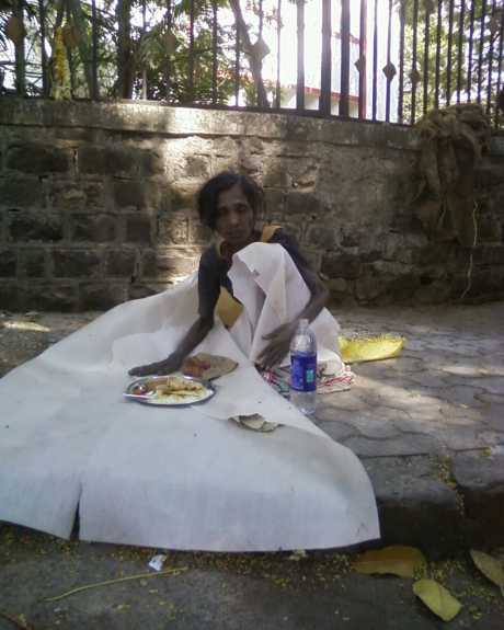 Releaved starving women gets a meal and 500 rupees - on the streets of Mumbai, India