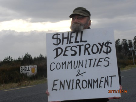 16.11.11 Stopping Shell's haulage outside the refinery at Bellanaboy