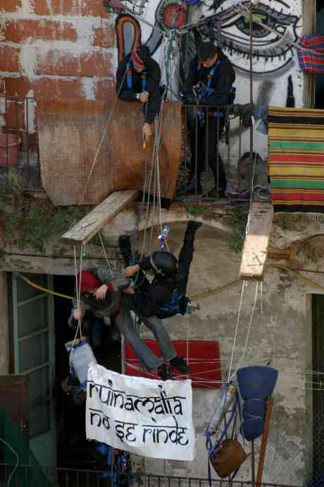 Ruinamalia does not surrender, photos and commentry of this weeks illegal eviction