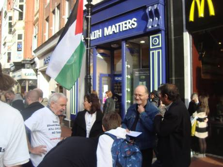 Consumers sign the petition on Grafton St