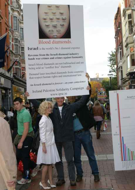 Grafton Street's a wonderland, there's magin in the air ...