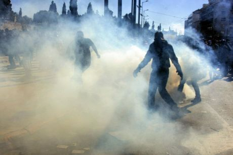 Greek strike, as usual, clowds of tear gas