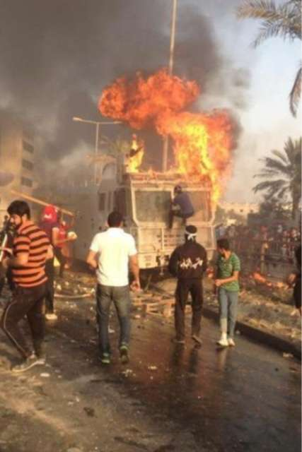 more_bahrain_youth_burning_police_van_oct05_2012.jpg