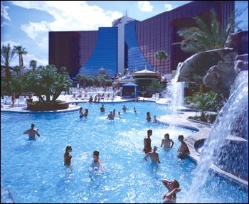 DSD Meeting in Las Vegas: Dentists experiment on own kids using hotel's fluoridated swiming pool