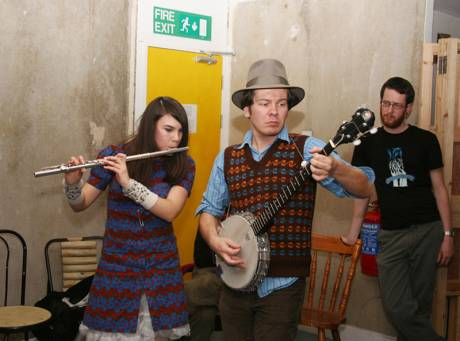 In April 2007, Seomra Spraoi hosted an evening of discussion (about social space) and music as part of Hotel Ballymun