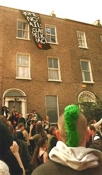 Solidarity action at the Magpie squat in Leeson St - a precursor of sorts to Seomra Spraoi