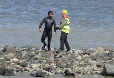 Shell insecurity man tries to grab S2S swimmer