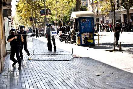 7pm Mossos open fire with rubber bullets. 60+ injuries during the day