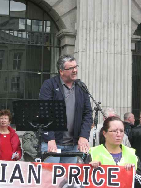 Thomas Pringle TD addressing the rally at the GPO.